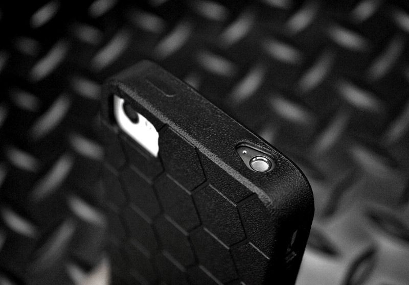 iphone-4s-battle-case-top