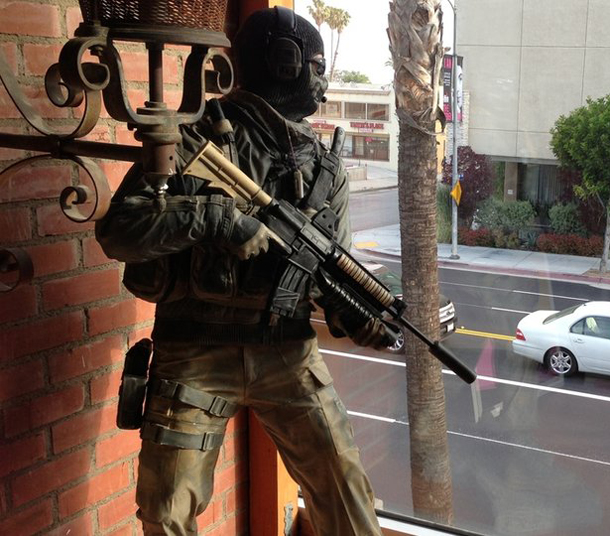 call-of-duty-ghost-statue-lapd